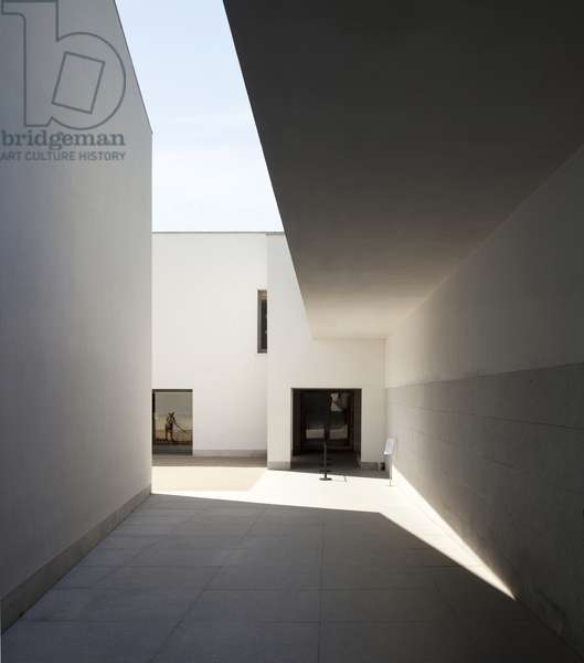 View of the Serralves Foundation, designed by Alvaro Siza Vieira, Porto, Portugal (photo)