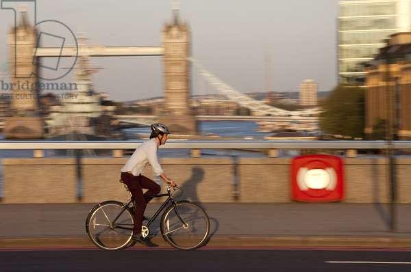 View of Tower Bridge, London, UK (photo)
