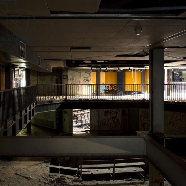 Abandoned school of architecture of Nanterre, France (photo)