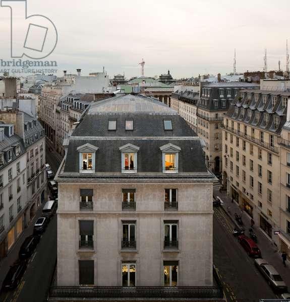Haussmann Building, Paris 10, France (photo)