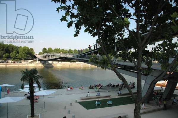 The bridge (bridge) Simone de Beauvoir inaugurated on 13 July 2006 in Paris and realised by Dietmar Feichtinger (1961-), connecting the Bibliotheque de France (BNF) Francois Mitterrand made by Dominique Perrault to the Quai de Bercy.