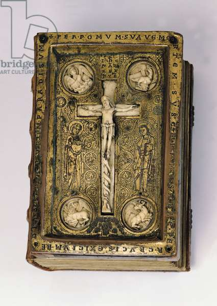 Ms 16/1143 Cover of 'Quatuor Evangelia' depicting Christ on the cross and the symbols of the evangelists, from Werden Abbey (bronze, ivory & wood)
