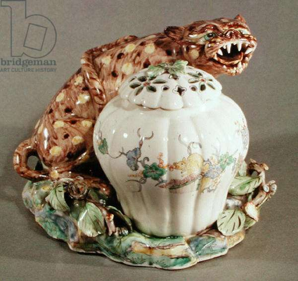 Pot pourri with a Chinese pattern and a cat, from Chantilly (porcelain)