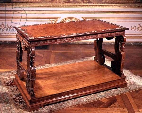 Vine wood table (wood)