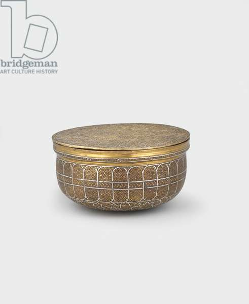 Bowl-shaped box with cover of engraved brass inlaid with silver, 15th-16th century (brass & silver inlaid metalwork) [see 5948506 and 5948507]