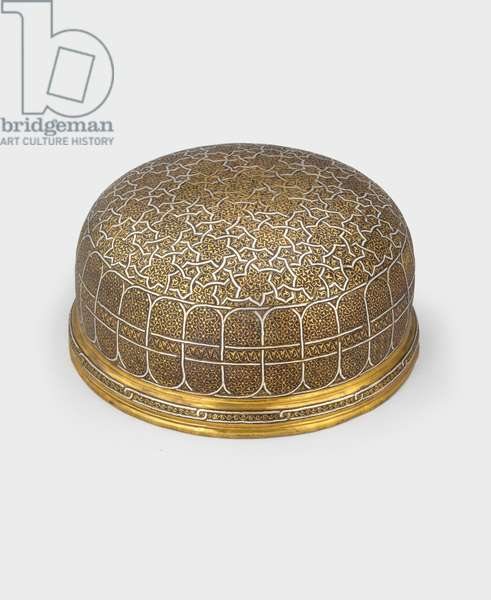 Bowl-shaped box with cover of engraved brass inlaid with silver, 15th-16th century (brass & silver inlaid metalwork) [see 5948505 and 5948506]