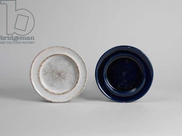 White tin-glazed side plate, 1914-15 (tin-glazed earthenware)