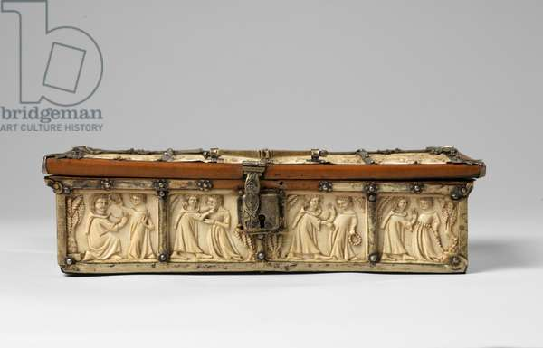 Scenes of romance on a small box, 14th century (carved ivory, boxwood & gilt metal)