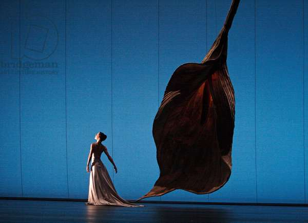 Darcey Bussell with Royal Ballet in 'Pavane pour une Infante Defuncte' (photo)