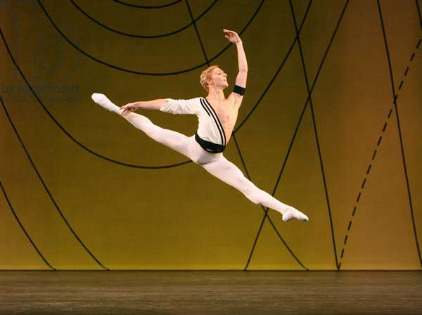 Royal Ballet 'Symphonic Variations' (photo)