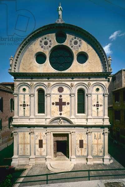 Facade of the Chiesa di Santa Maria dei Miracoli (photo)