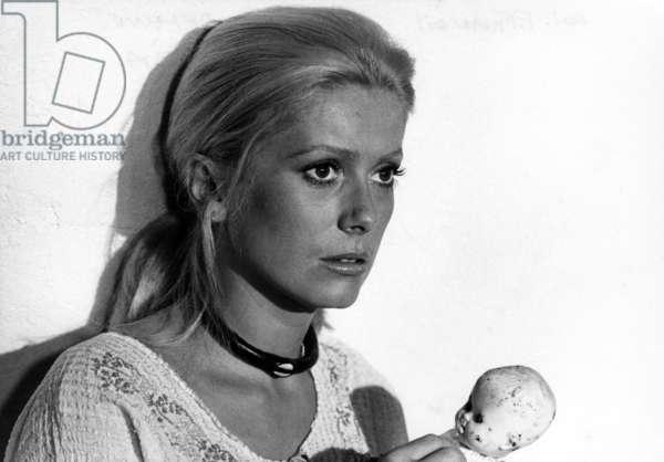 Liza de MarcoFerreri avec Catherine Deneuve (costume Yves Saint Laurent) en 1972