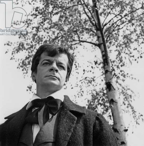 Les Miserables de JeanPaulLeChanois et ecrit par MichelAudiard avec Serge Reggiani (Enjolras) 1958 (d'apres VictorHugo)