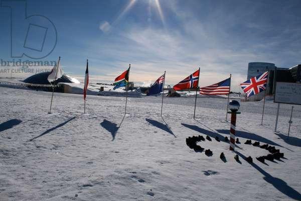 LI Flags, 90◦S, Cortada