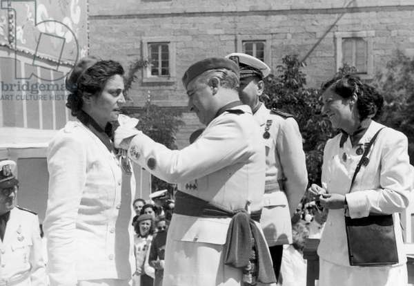 FRANCO BAHAMONDE, Francisco (1892-1975). Spanish military man and politician. Dictator of Spain from 1939 to 1975. Francisco Franco gives an award to members of the Women's Section. Photography. SPAIN