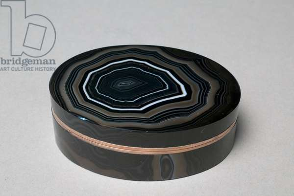 Round Snuff Box, c.1830 (agate, gilt-metal mounts)