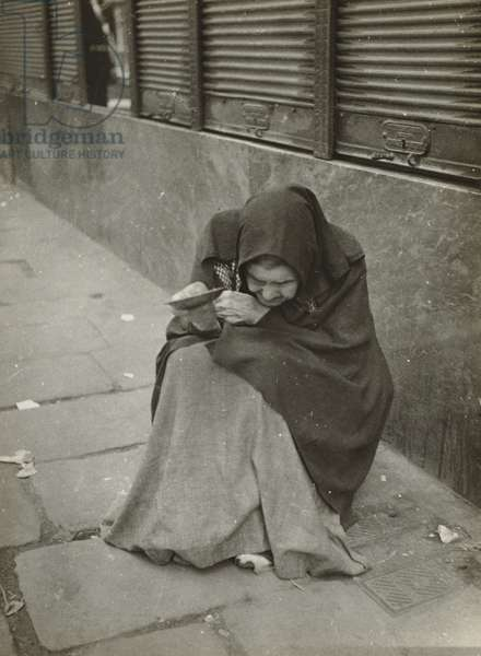 Beggar Woman, Barcelona, 1933 (gelatin silver print)