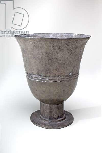 Vase (pewter)