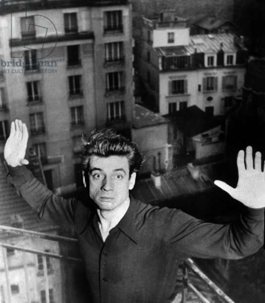 Yves Montand (1921-1991) in 1945 on set of film toile sans lumiere