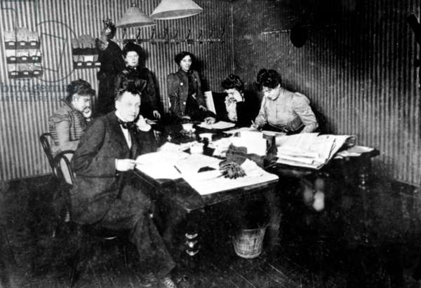 editorial staff of feminist paper La Fronde in 1897 with in the foreground editor in chief Mrs de Montifaud (France)