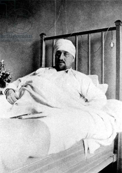 Guillaume Apollinaire (1880-1918) French poet who went to war in april 1915, wounded injured on the temple