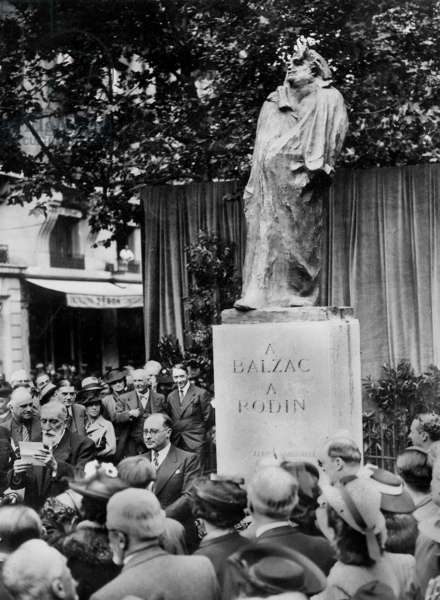speech of George Lecomte, French writer, in front of Balzac's monument (1898) by Auguste Rodin