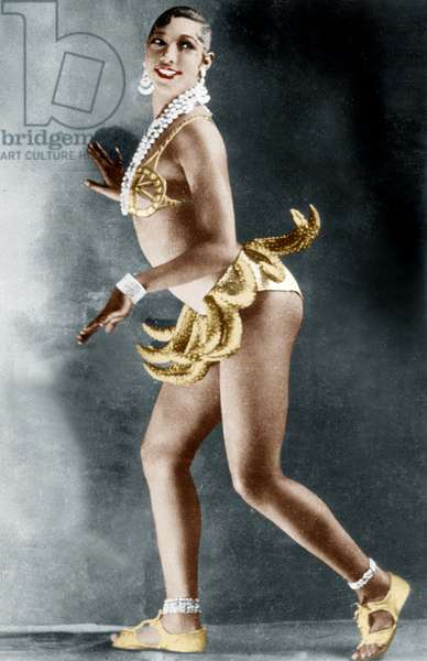 Josephine Baker (1906-1975) at the Folies Bergere in Paris with bananas belt, 1926 (coloured photo)