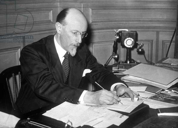 a l'Academie Goncourt 1938 bureau telephone