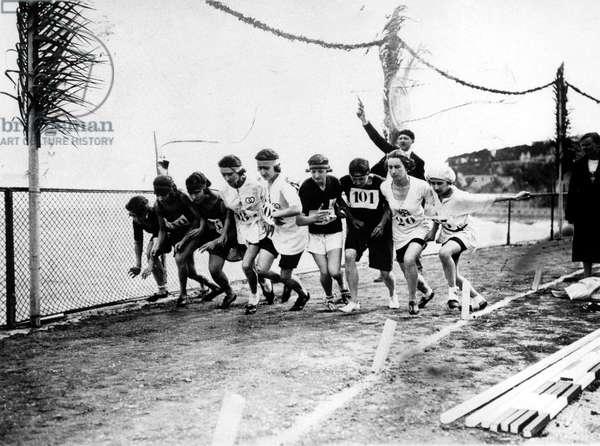 Women's Olympic Games in Monaco in 1923 : departure of 800m race