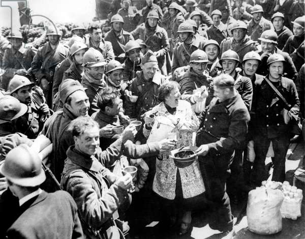Operation Dynamo: French troops evacuated from Dunkirk to England,  joking with an English woman, June 1940