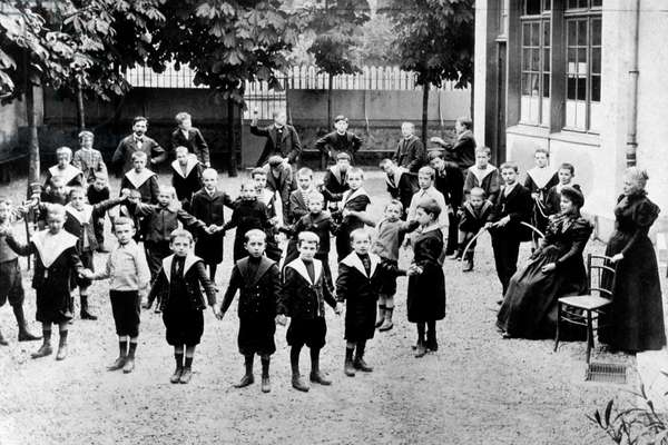 Beginnings of secular school in France : playground in 1912