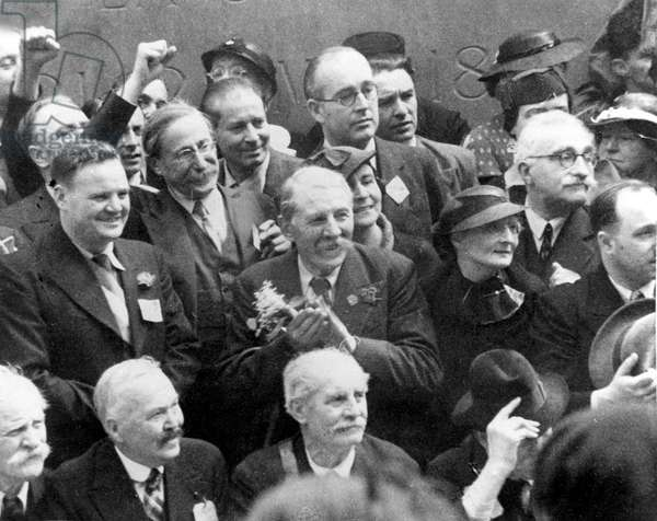 """l-r : Maurice Thorez, member of Popular Front, Leon Blum, French head of government and leader of Popular Front, Marcel Cachin, director of paper """"L'Humanite"""" and Mrs Blum during commemorative ceremony at the Wall of the Federated (of the Commune) in Paris in 1936"""