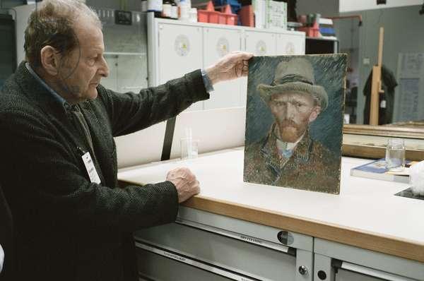 Lucian Freud examining Van Gogh's 'Self Portrait' (1887), Rijksmuseum, Amsterdam, 2009 (photo)