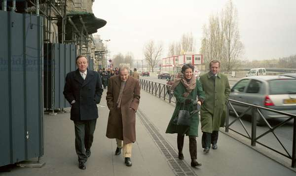 Andrew Parker Bowles, Lucian Freud, Sally Clarke and John Morton Morris, outside the Musee D'Orsay, Paris, 2006 (photo)