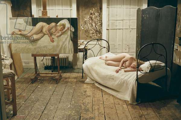 Interior of Lucian Freud's studio with model posing for 'Ria, Naked Portrait', 2006-07 (photo)