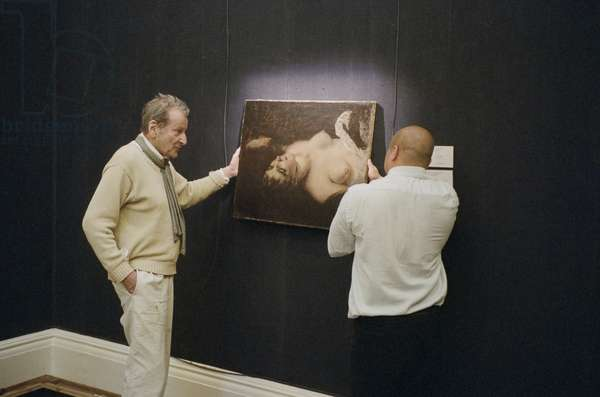 Lucian Freud inspecting Courbet's 'Femme Nue' (1866), Sotheby's, London, 2009 (photo)