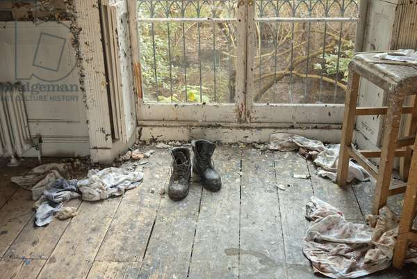 Boots and rags, interior of Lucian Freud's studio, 2011 (photo)