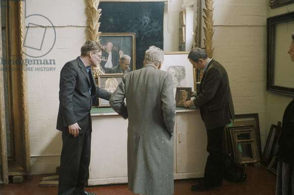 Lucian Freud with Declan O'Brien and Michael Gregory, Arnold Wiggins & Sons, Picture Framers, London, 2004 (photo)
