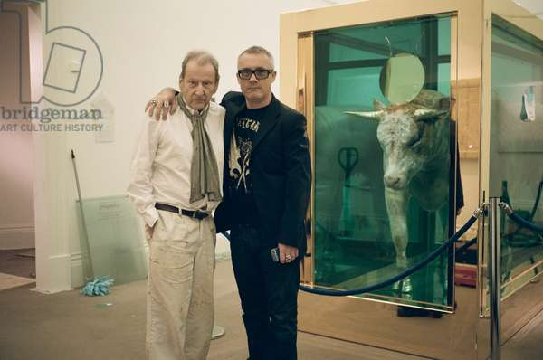 Lucian Freud Damien Hirst with 'The Golden Calf' (2008), Sotheby's, London, 2008 (photo)