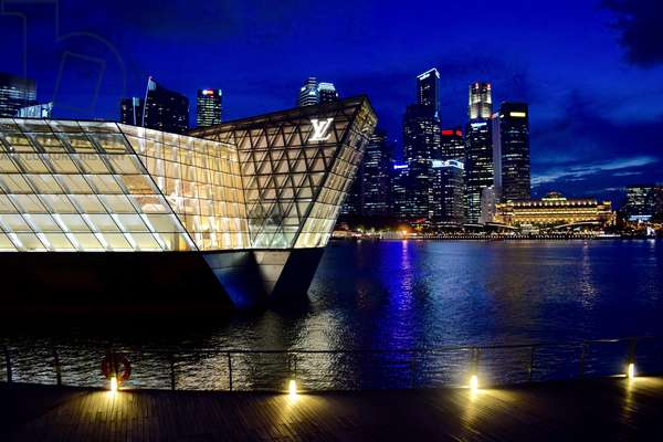 Louis Vuitton Crystal Pavilion, 2012, designed by FTL Design Engineering Studio, in background night skyline, Singapore