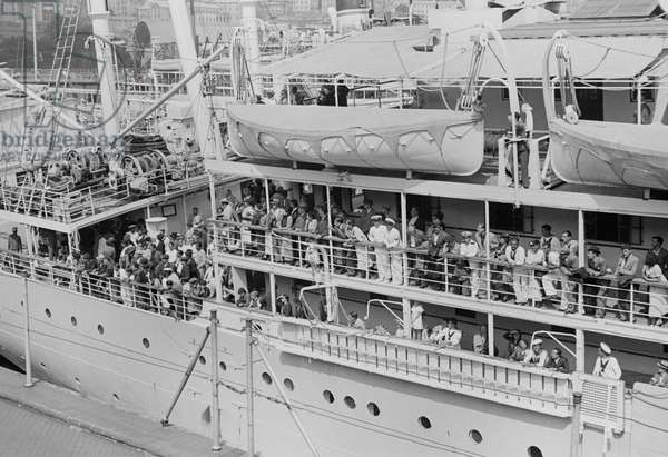 Ship carrying Spanish refugees arriving into Genoa port, August 3, 1936, Spanish civil war, Italy, 20th century
