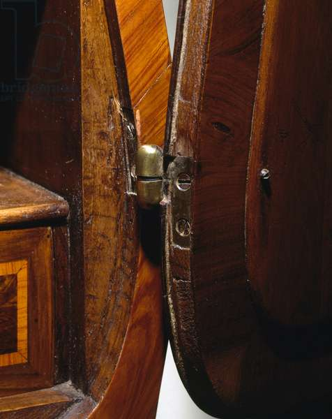Drop leaf hinge on a Louis XV-style bois de rose, bois de violette and rosewood Trumeau, 1760, made in Genoa, Italy, 18th century detail