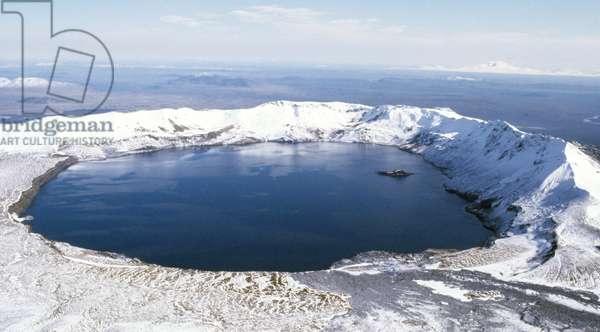 Main caldera of Askja Oskjuvatn volcano containing crater lake, Iceland (photo)