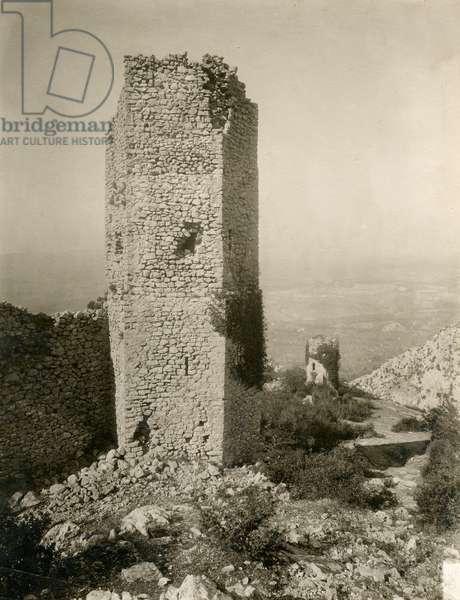 Pentagonal tower, Cesi, Umbria, Italy, photograph by Istituto Italiano d'Arti Grafiche, Bergamo, before 1910