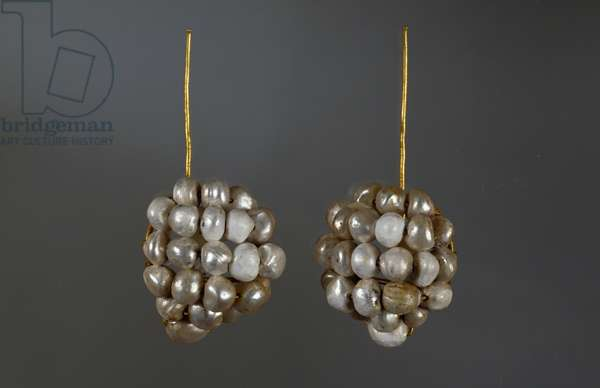Pair of gold pins and pearls unearthed from excavations of Pompeii, Campania, Italy, Roman Civilization, 1st century