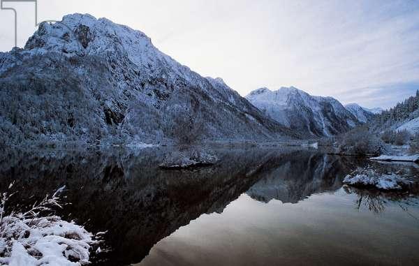 Lower Lake of Fusine, Alpine lake of glacial origin, Tarvisio forests, Friuli-Venezia Giulia, Italy (photo)