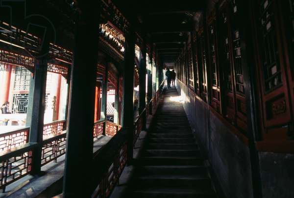 Covered stairway leading to Tower of Fragrance of Buddha or Tower of Buddhist Incense (Foxiang Ge), Summer palace (Unesco World Heritage List, 1998), Beijing, China, 18th-19th century (photo)
