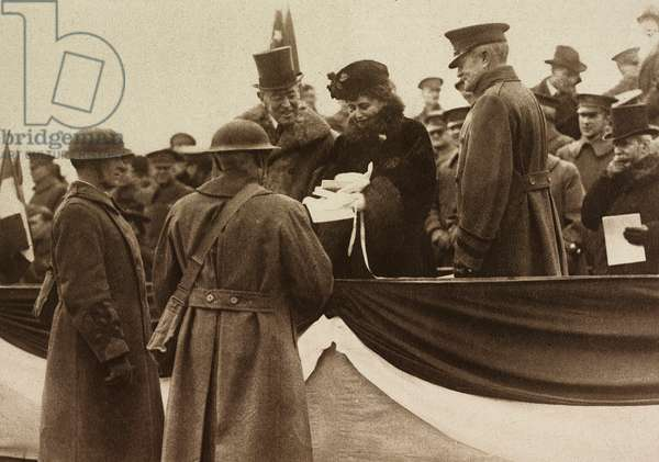 United States Army soldiers offering gifts to Edith Wilson and Thomas Woodrow Wilson, to the right General Pershing, the President of the United States of America amongst American troops on Christmas day, Plateau de Langres, France