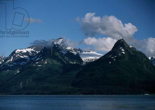 USA; Alaska; Alaska Highway; snow covered peaks (photo)