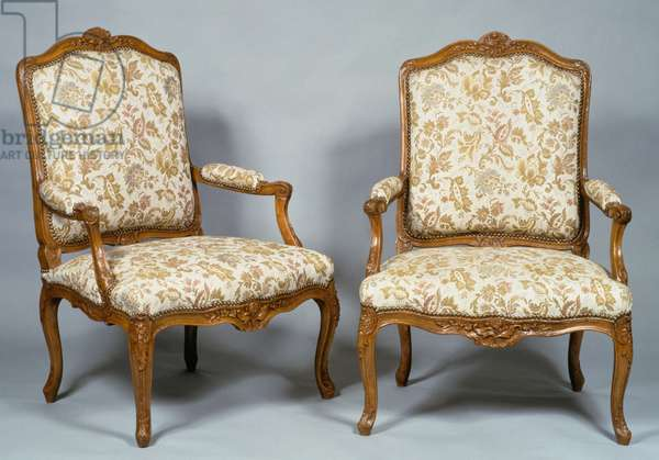 Pair of Louis XV style armchairs in natural wood, curved arms and legs, France, 18th century